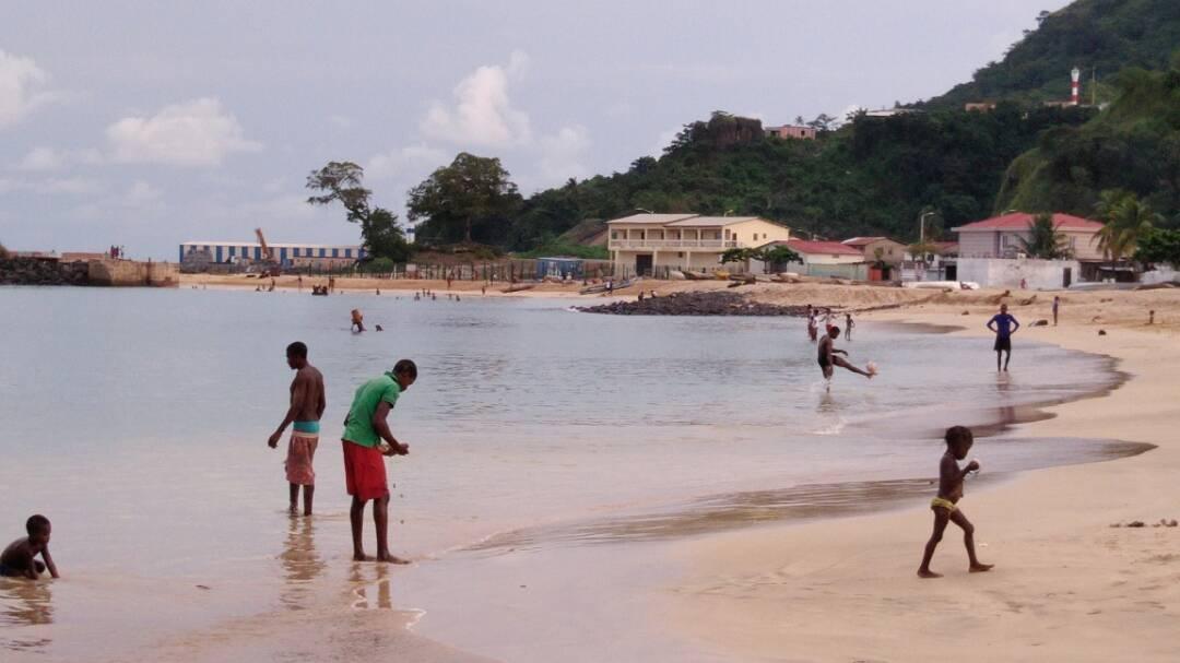 playa central ambo